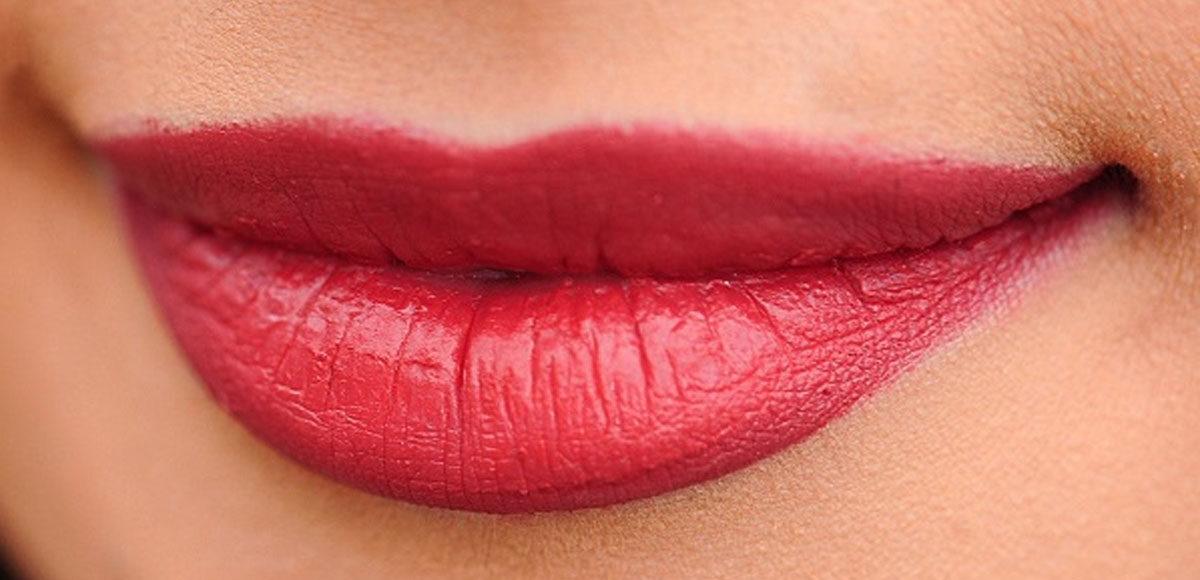 Jak modelowac usta, żeby osiągnąć dobry efekt? (fot. Obraz Bessi z Pixabay)