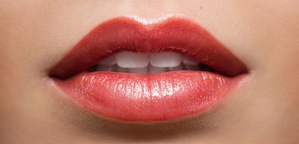 Powiększanie ust kwasem hialuronowym – powikłania